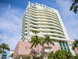 Kitchenette Free Valet Parking With A Balcony In Miami Beach photos Exterior