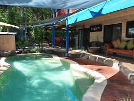43 Double Island Drive - Two Level Holiday Home With Swimming Pool. Located Close To Beach And Cbd photos Exterior