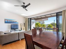 Unit 3 Rainbow Surf - Modern, Double Storey Townhouse With Large Shared Pool, Close To Beach And Shop photos Exterior