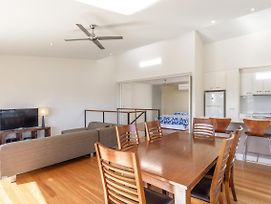 Unit 5 Rainbow Surf - Modern, Double Storey Townhouse With Large Shared Pool, Close To Beach And Shop photos Exterior