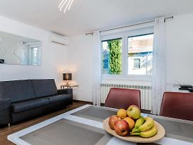 Modern 2Bdr Apartment In Old Town Best Location photos Exterior