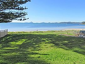 15 'Kanangra' 39 Soldiers Point Road Fantastic Unit Right On The Water photos Exterior