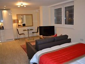 Hof Apts Basingstoke photos Room