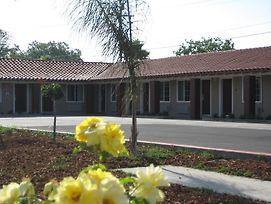 Americas Best Value Inn - Porterville photos Exterior