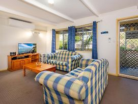 Pet Friendly Cottage In The Heart Of Bribie Wirraway St Bongaree photos Exterior