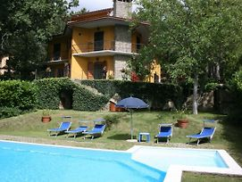 Scheggia Villa Sleeps 8 Pool Wifi photos Exterior