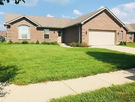 Spacious 3 Bedroom Ranch House W Patio Yard In A Quiet Suburb photos Exterior