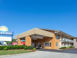 Days Inn By Wyndham Breezewood photos Exterior