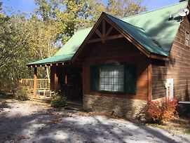 The Treehouse 3 Bedroom Cabin With Fire Pit photos Exterior