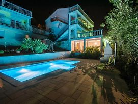 Apartments With A Swimming Pool Dramalj 5551 photos Exterior