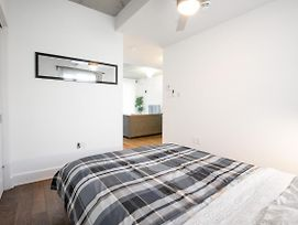 Wonderful Apartment Besides Subway Station photos Exterior