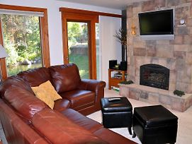 Gorgeous East Vail 2 Bedroom Condo #402 On The Creek With Hot Tub. photos Exterior