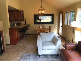 3 Bedroom Remodeled East Vail Condo #3E. Hot Tub And Shuttle On Site. photos Exterior
