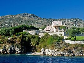 Kassiopi Villa Sleeps 12 Pool Wifi photos Exterior