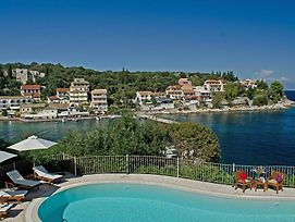 Kassiopi Villa Sleeps 8 Pool Wifi photos Exterior