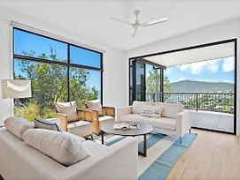 Seaviews ! Pool, Bbq, Luxury Home In Airlie Beach Central photos Exterior