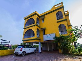 Oyo 17201 Home Spacious 2Bhk Miramar Beach photos Exterior