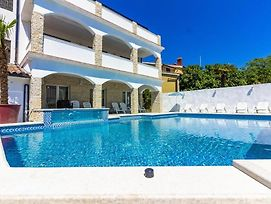 Mayestic Villa For 20 Persons, Large Pool With Whirlpool, Sauna photos Exterior
