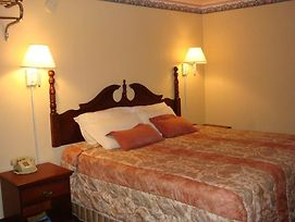 Garden Inn Blytheville photos Room