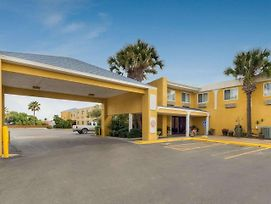 Quality Inn & Suites On The Beach photos Exterior