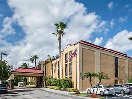 Comfort Inn & Suites Lantana - West Palm Beach South photos Exterior