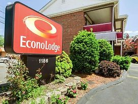 Econo Lodge Framingham photos Exterior