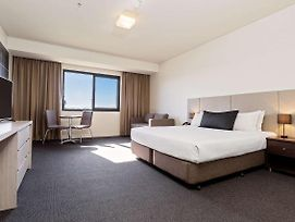 Quality Hotel Tabcorp Park photos Exterior