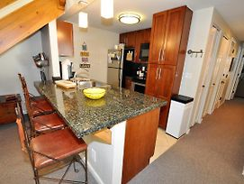 Gore Creek Meadows Remodeled 3 Bed Condo W/ 4 Bathrooms photos Exterior