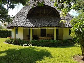Villa Leomar Diani Beach photos Exterior