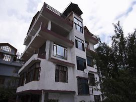 Cozy 1Br Stay On Mall Road Manali photos Exterior