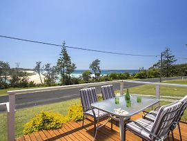 15 Seaside Pde Fully Decked Out photos Exterior