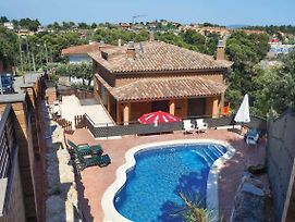 La Salut Villa Sleeps 6 Air Con Wifi photos Exterior
