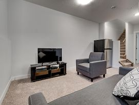Cozy Lower Suite Close To Downtown 1141 photos Exterior