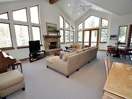 Luxury 4 Bedroom Home With An Amazing Setting In East Vail photos Exterior