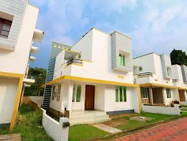 Elegant Stay Near Angamaly Airport photos Exterior