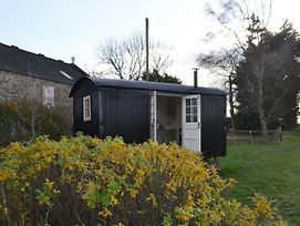 Lavender Shepherd Hut photos Exterior