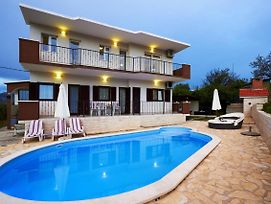 Split Villa Sleeps 8 Pool Air Con Wifi photos Exterior