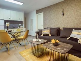 Authentic One Bedroom Apartment In City Center photos Exterior