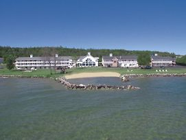 Baymont By Wyndham St. Ignace Lakefront photos Exterior