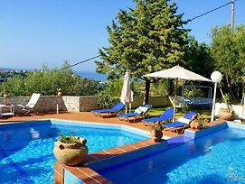 Troulous Villa Sleeps 6 photos Exterior