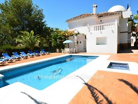 Fuengirola Villa Sleeps 14 Pool Air Con Wifi photos Exterior