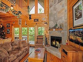 Bear Country Cabin, 2 Bedrooms, Private, Foosball, Hot Tub, Sleeps 6 photos Exterior