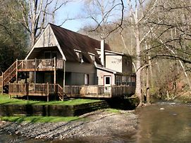 Brook Trout Chalet, 2 Bedrooms, On The Water, Hot Tub, Grill, Sleeps 9 photos Exterior