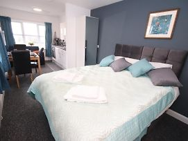 Lovely Modern Studio Apartment In Liverpool City photos Exterior