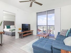 Luxury 2 Bedroom Condos With Balcony photos Exterior