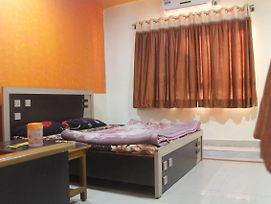 Furnished Room On Neelkanth Road photos Exterior