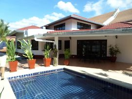 Siam Court 4 Bedroom Pool Villa By The Sea Ban Amphur photos Exterior