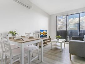 New One-Bedroom With Sweeping Views photos Exterior