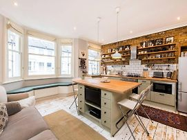 Newly Renovated Cosy Flat In Bustling Fulham! photos Exterior