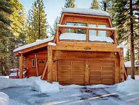Sophisticated Cabin In The Trees photos Exterior